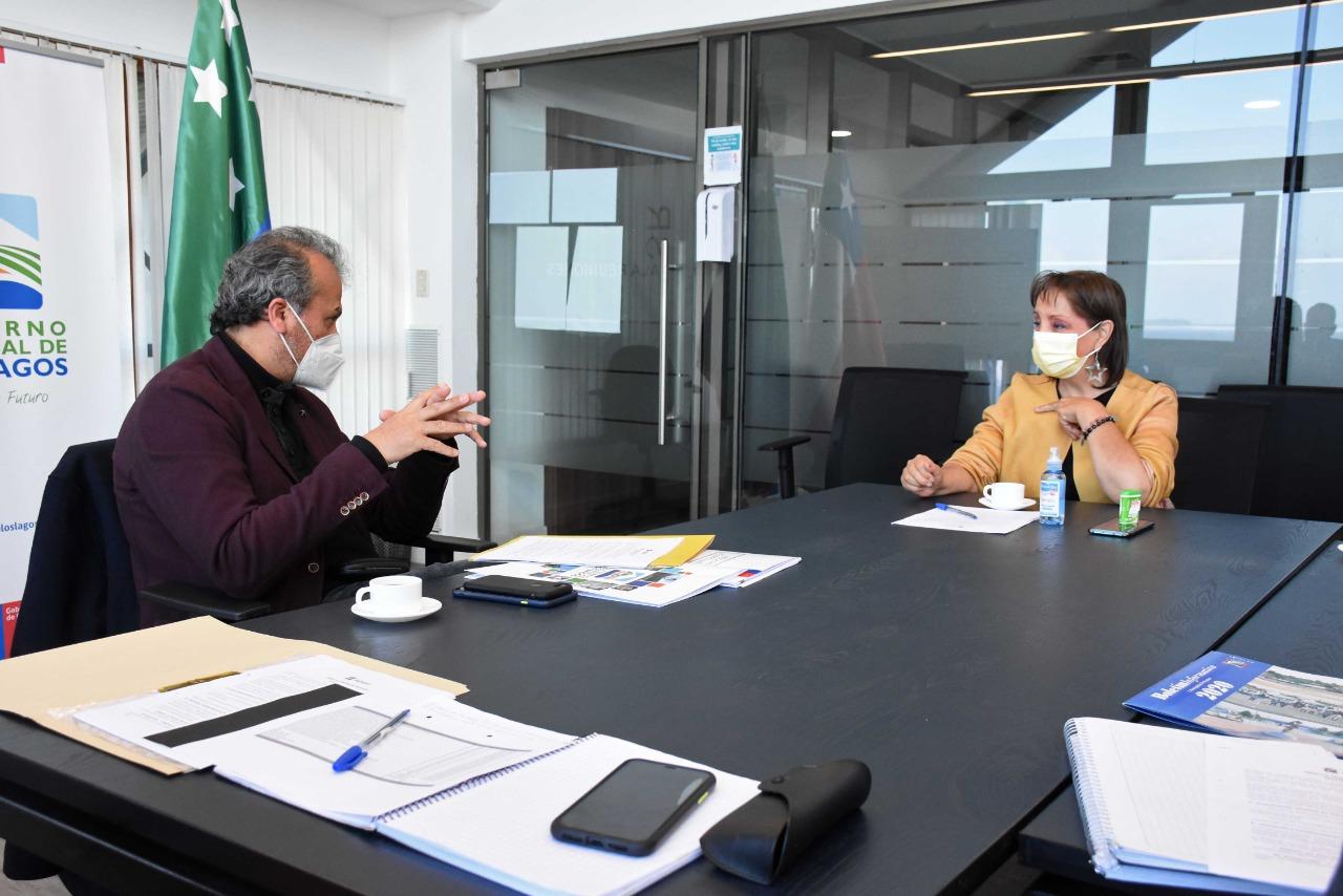 Gobernador Vallespín y alcaldesa de Puyehue Jimena Núñez, priorizan proyectos para la comuna